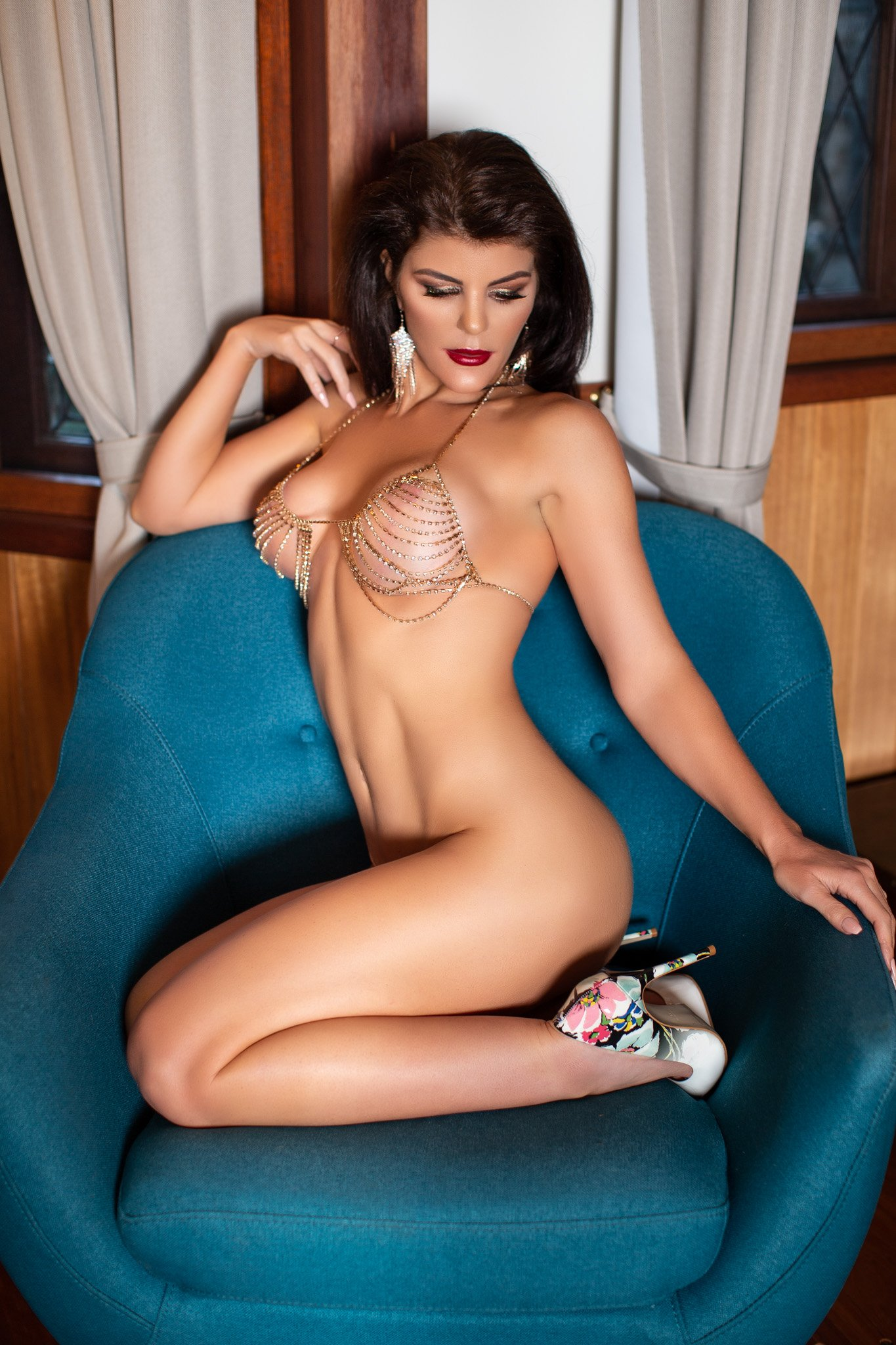 Hot brunette escort in Brisbane