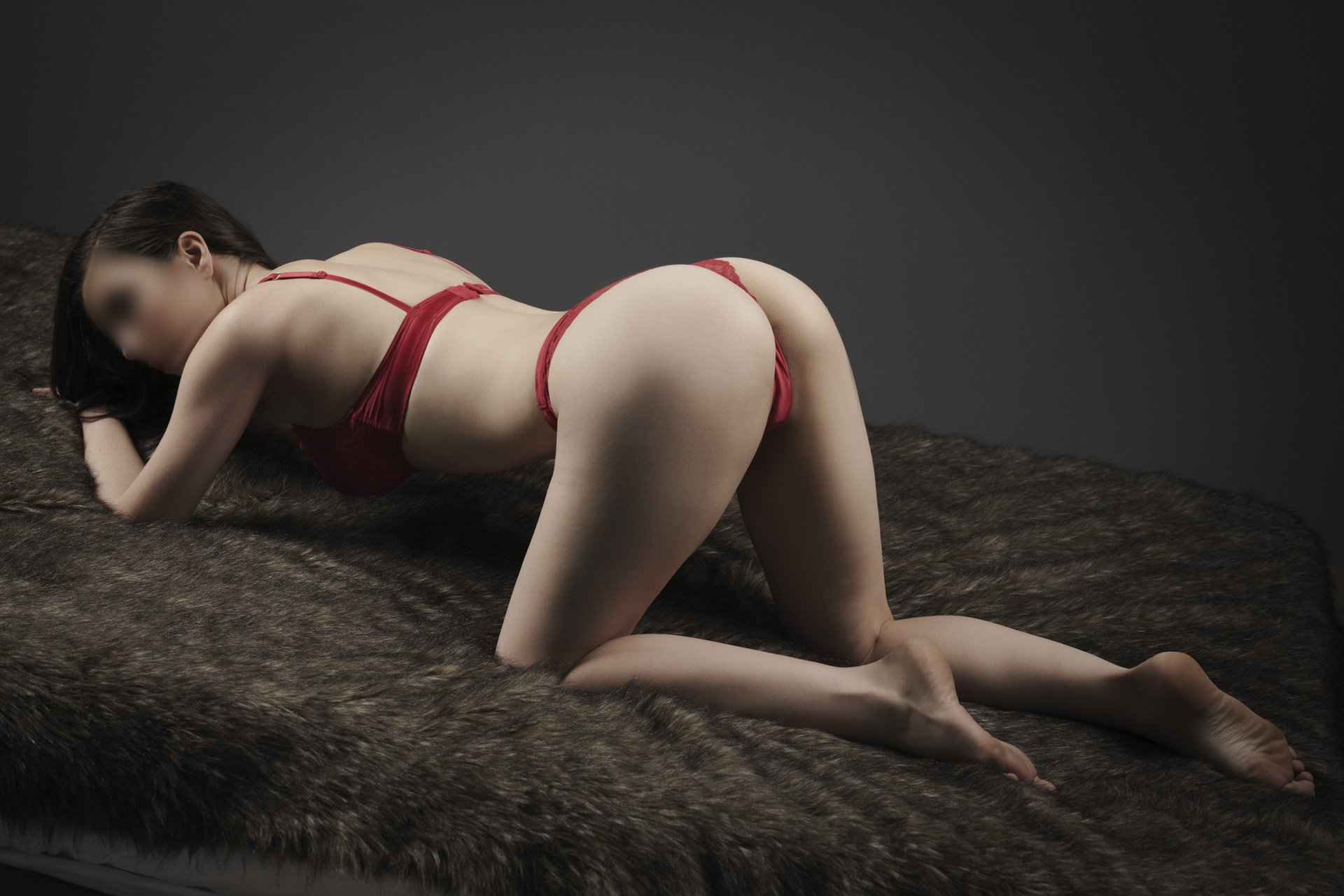 Young brisbane escort GFE service
