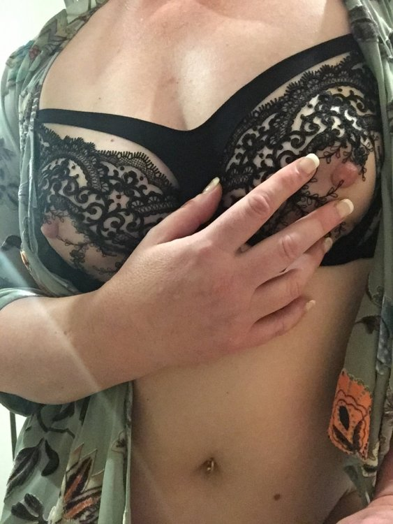 Rachel Barrie, natural breasts, long nipples - Melbourne Escorts