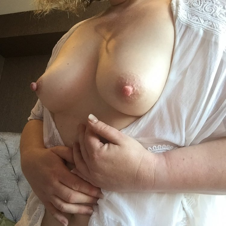 Rachel Barrie, natural breasts, long hard nipples - Brisbane Escorts