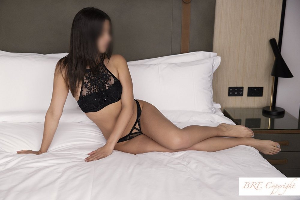 Sexy French Lola Visiting Melbourne - Melbourne Escorts