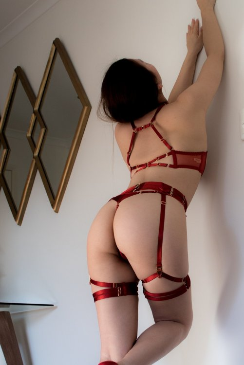 I'm looking forward to play with you - Queenie Pearl in Melbourne