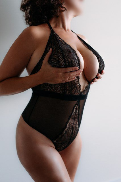 Escort Cara Valence in Melbourne 13 - 16 Feb