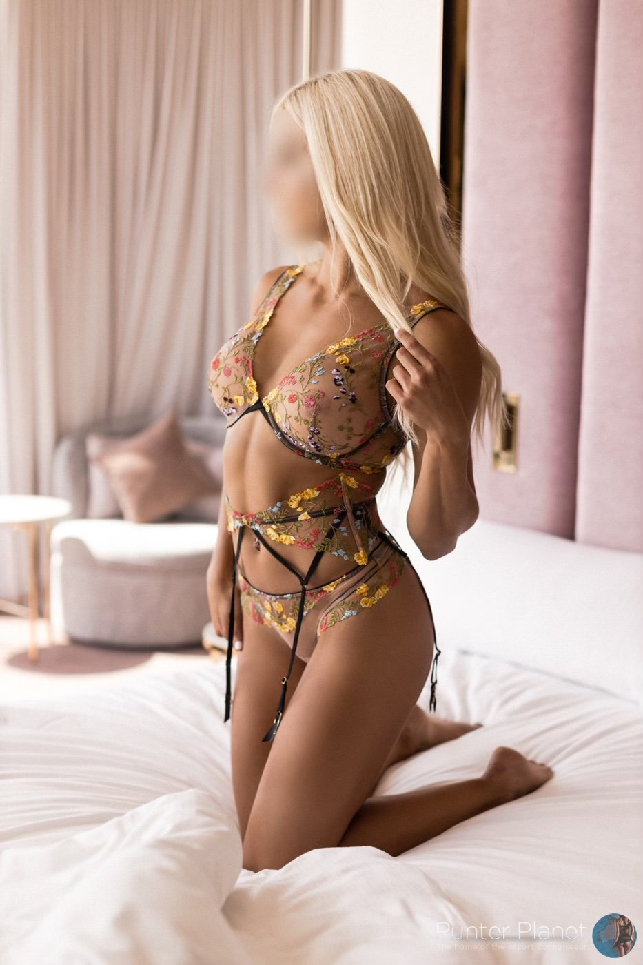 Gorgeous blonde bombshell Ava has arrived in Adelaide.