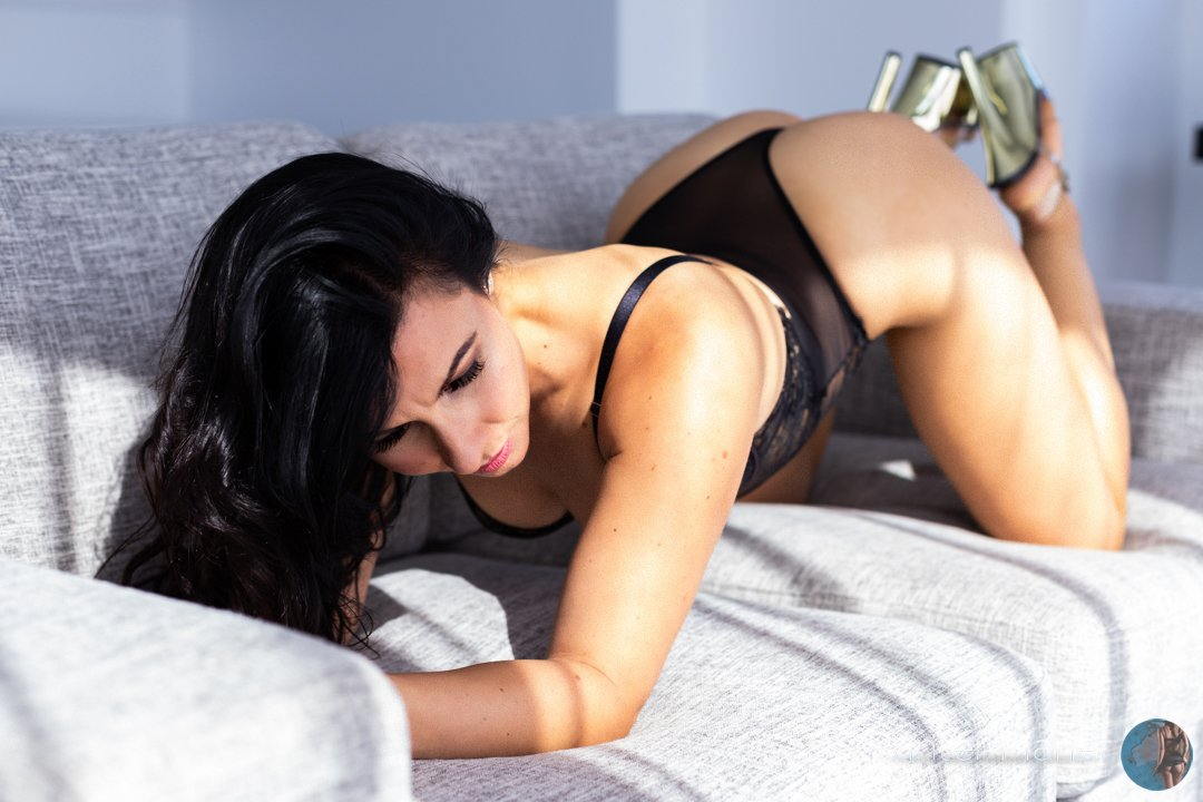 an elegant, vivacious, happy, sexy, honest and confident woman that enjoys treating you to the ultimate girlfriend experience